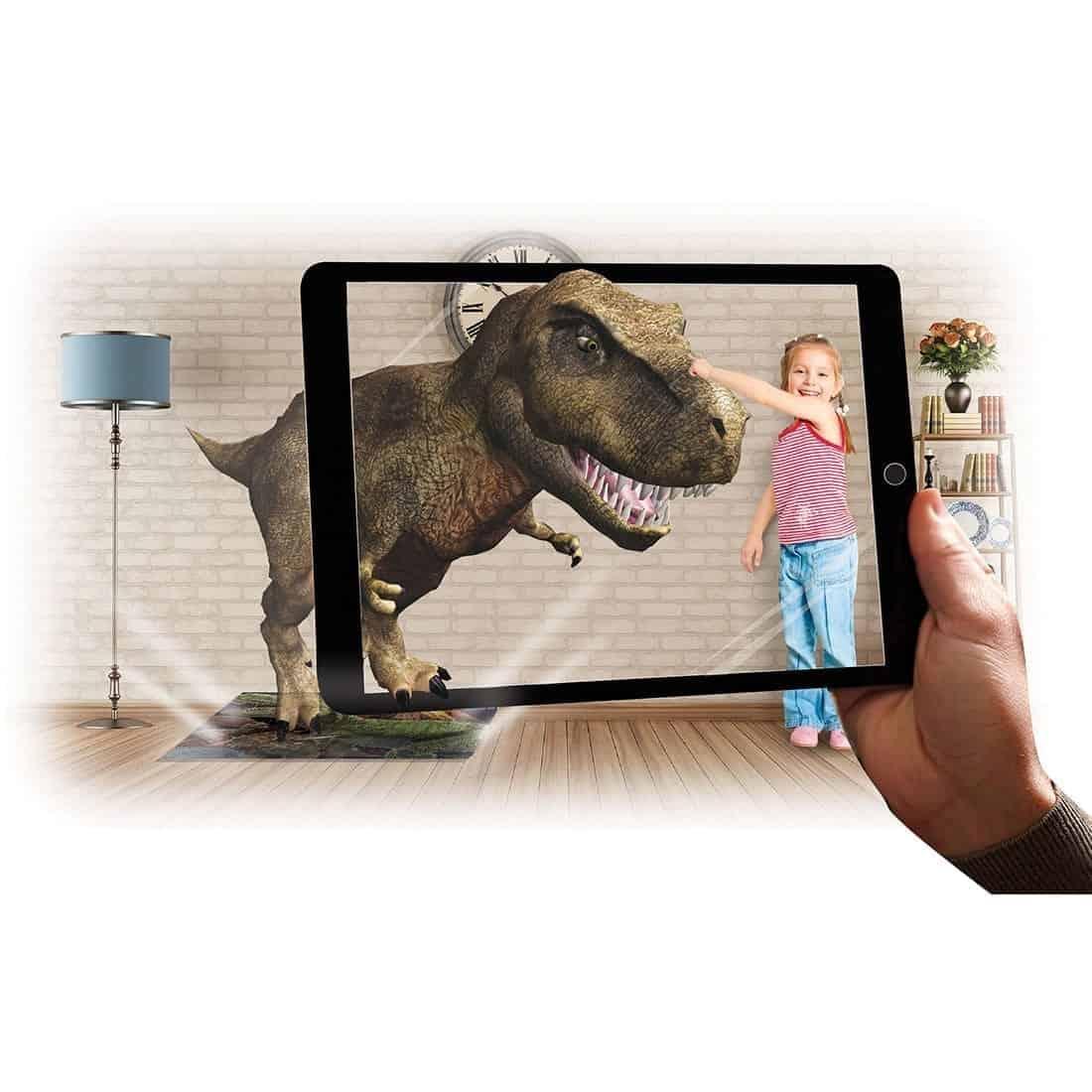 """דנ""""א טירנוזאורוס רקס ילדה משחקת"""