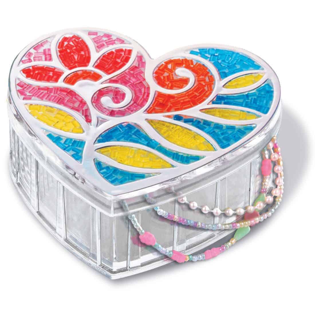 קופסת תכשיטים מקושטת בחרוזים